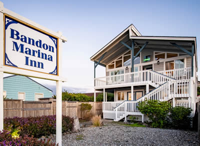 bandon marina inn - inn with sign