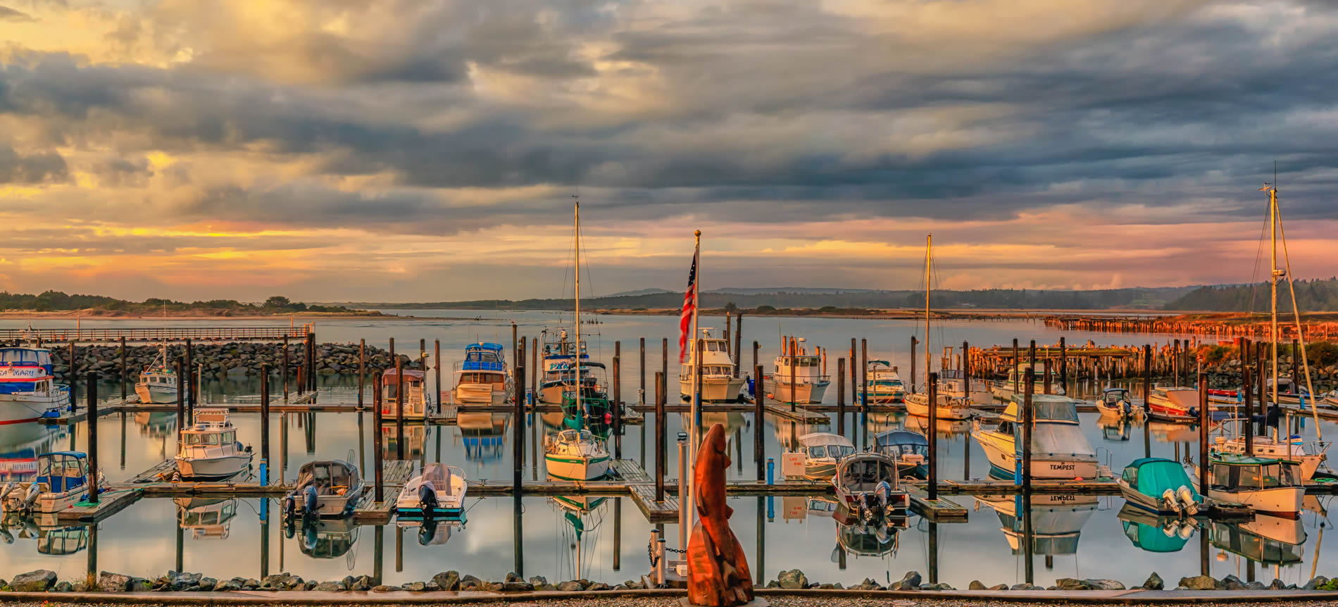 bandon oregon harbor with boats